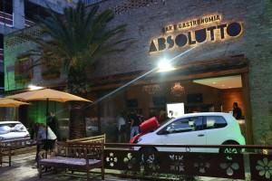 Absoluto Bar e Gastronomia com alguns dos prêmios destacados na entrada